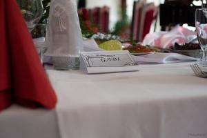 wizytowki-na-stole-slub-wesele