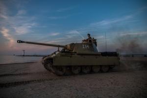 pantera-na-plazy-tank-fotograf
